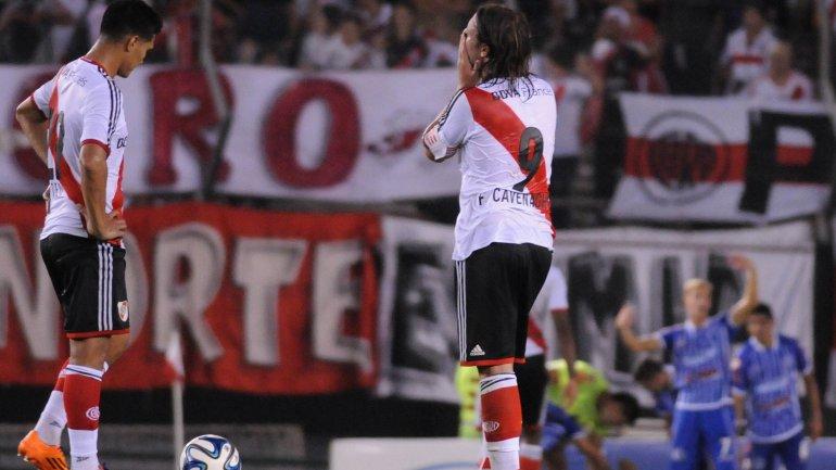 Godoy Cruz sorprendió en el Monumental y le ganó a River en el final del partido