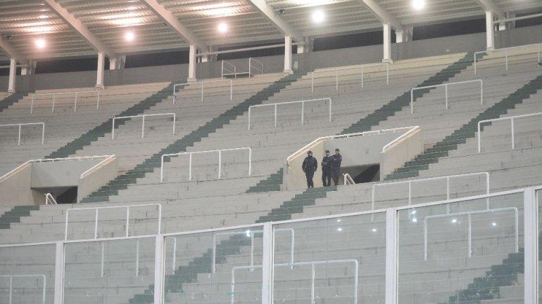 Marcha atrás: la vuelta del público visitante a los estadios, 'imposible' hasta 2015