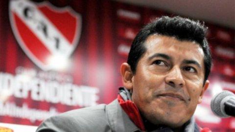 Almirón: Mancuello ama el club, está muy feliz acá