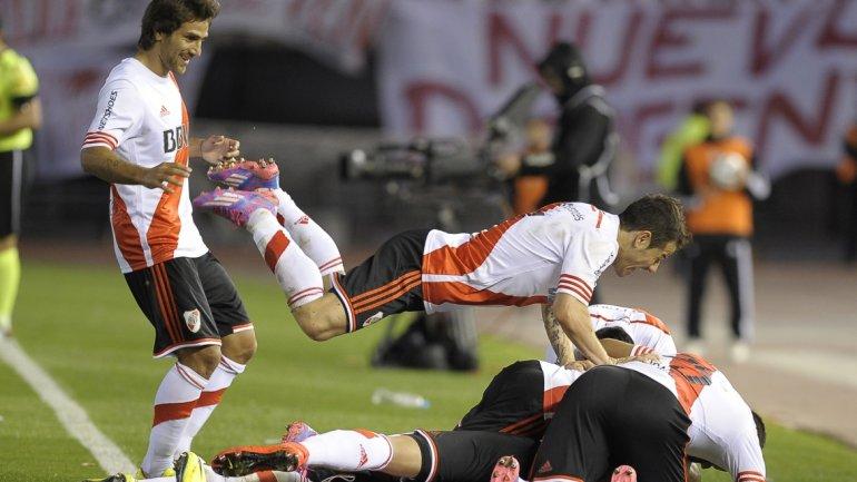 River es una máquina: volvió a lucirse con un fútbol genial, aplastó a Independiente y como el único puntero se afianza hacia otro título