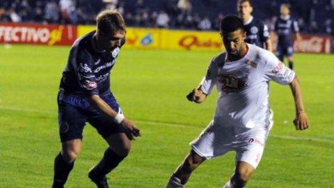 Huracán cortó la racha de derrotas, pero igualó con Independiente Rivadavia