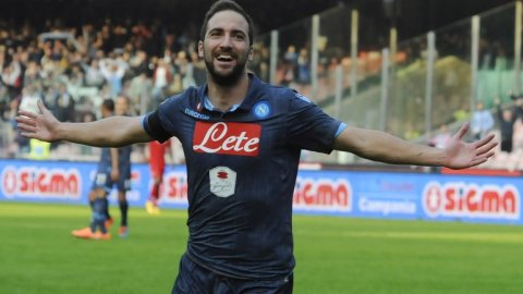 Partidazo en el San Paolo: con un tanto de Higuaín, Napoli iguala ante Cagliari