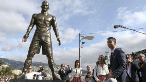 Héroe en su tierra natal: le dedicaron una impactante estatua a Cristiano Ronaldo