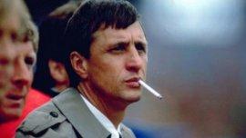 Ya como técnico, Johan Cruyff se mostraba siempre con el cigarrillo.