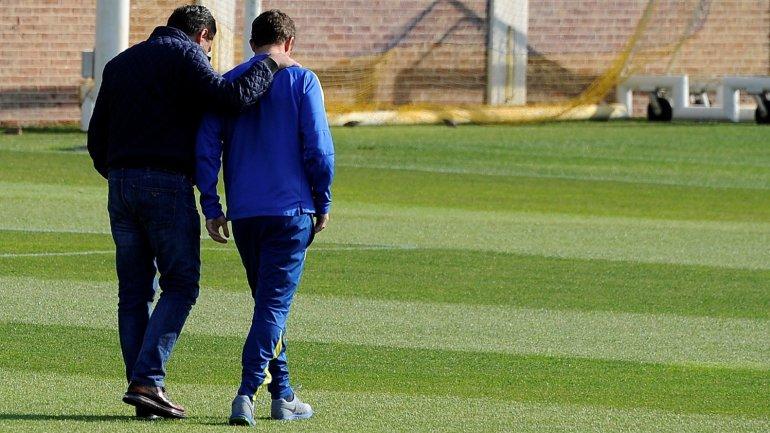 Daniel Angelici y el Vasco Arruabarrena conversaron en la práctica de Boca