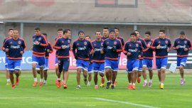 El plantel de la U de Chile entrenando