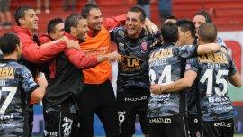 El festejo de Huracán tras el empate con Belgrano