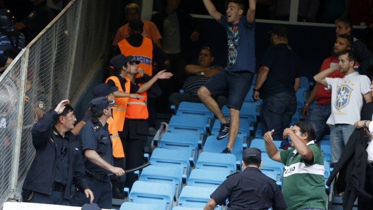 El momento en el que los allegados y dirigentes de Independiente provocaron al público de Racing