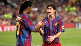 Otras épocas: Lionel Messi compartiendo el campo con Ronaldinho
