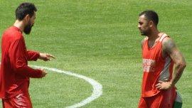 Eduardo Domínguez y el Rolfi Montenegro en una práctica de Huracán