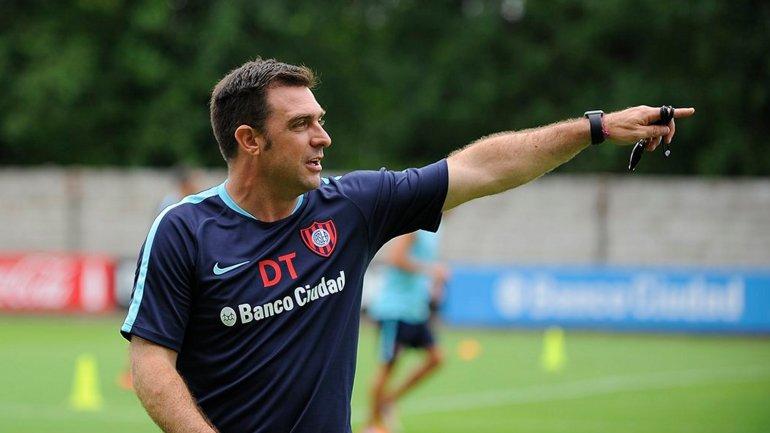 Pablo Guede, dando indicaciones en la práctica de San Lorenzo