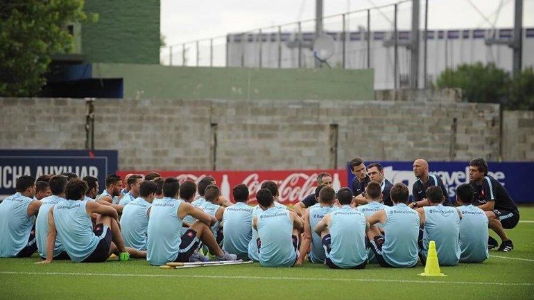 La charla de Pablo Guede con los jugadores de San Lorenzo