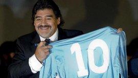 Diego Armando Maradona, con la 10 del Napoli