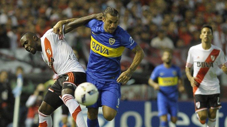 Daniel Osvaldo y Éder Álvarez Balanta animaron un duelo caliente en el Boca-River
