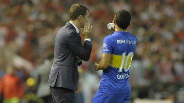 Carlos Tevez, preocupado con el Vasco Arruabarrena