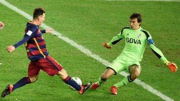 Marcelo Barovero, ante Lionel Messi
