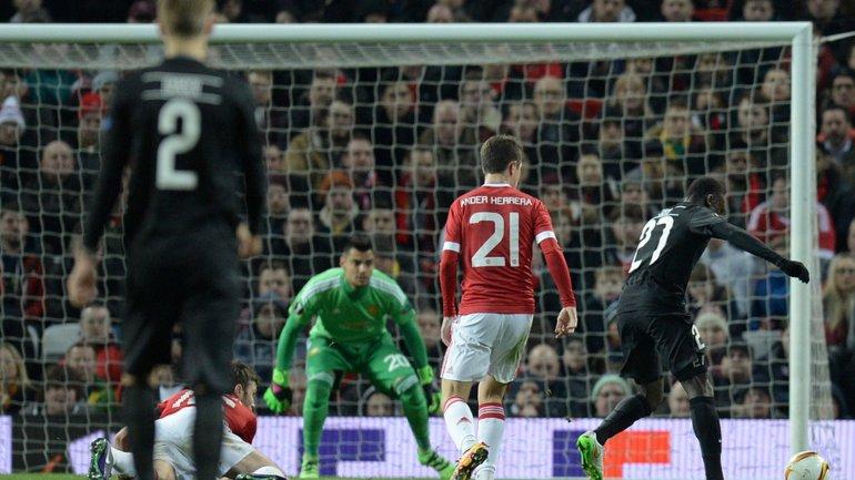 Sergio Romero, titular en el arco del Manchester United