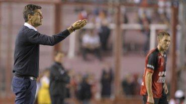 Mauricio Pellegrino, enérgico en la goleada de Independiente ante Colón